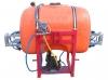 Κομπλε Ψεκαστικό συγκρότημα με οριζόντια μπάρα ψεκασμού 12 μέτρα Στιβαρό πλαίσιο γαλβανισμένο εν θερμό Χειριστήριο 4 – εξόδων AnnoviReverberi Φίλτρο με διακόπτη Ανεξάρτητο βυτίο 15 λίτρων για πλύσιμο χεριών Εξωτερικός δείκτης στάθμης Αναδευτήρας Καπάκι με
